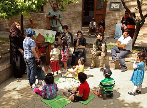 kids-children-in-tehran-musum