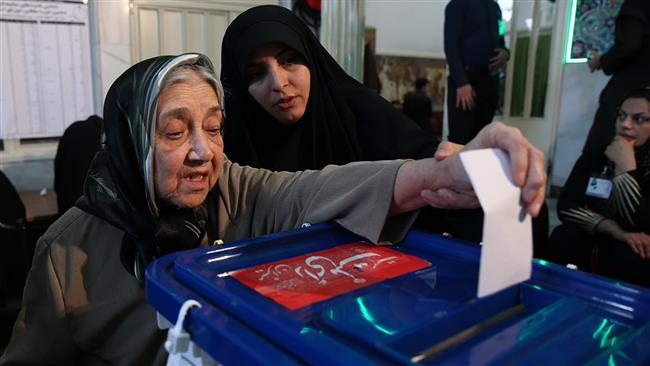 Iranian old woman voting