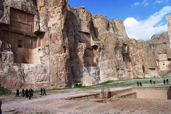 Naqsh-e Rustam24