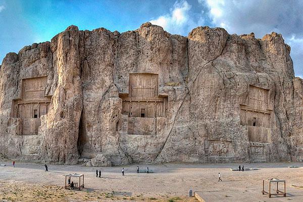 Naqsh-e Rustam32