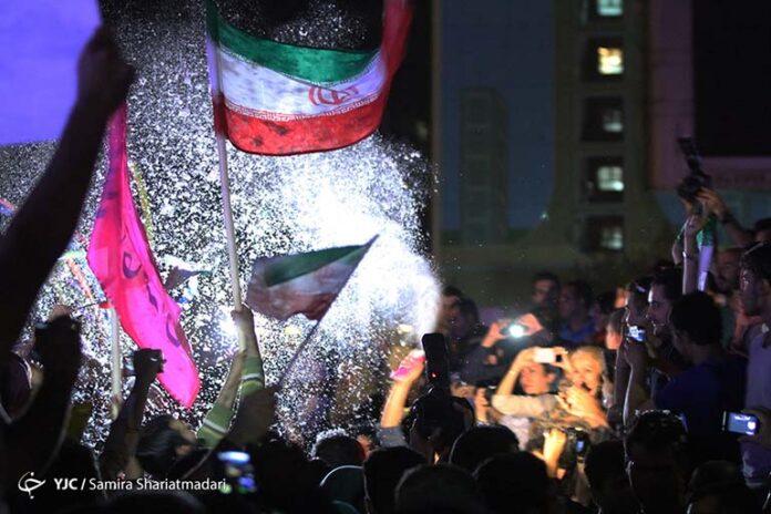 Iranians celebrate nuclear 000