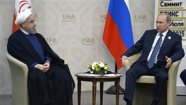 Iranian President Hassan Rouhani (L) meets with his Russian counterpart Vladimir Putin on the sidelines of the 7th BRICS summit in Ufa on July 9, 2015. (© AFP)