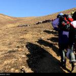 Iranian women scale mountain-4520461