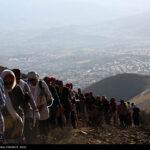 Iranian women scale mountain-4520462