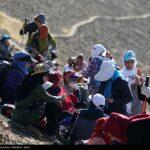 Iranian women scale mountain-4520465
