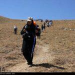 Iranian women scale mountain-4520471