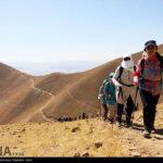 Iranian women scale mountain-4520473