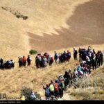 Iranian women scale mountain-4520477