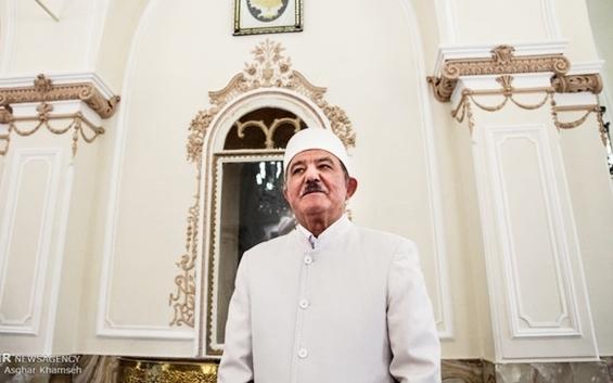 Zoroastrian priest