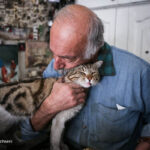 old man and cats_832