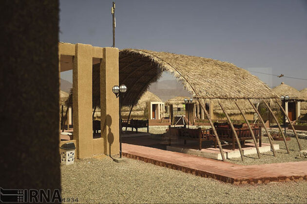 Mud-Hut Hotel-5037568