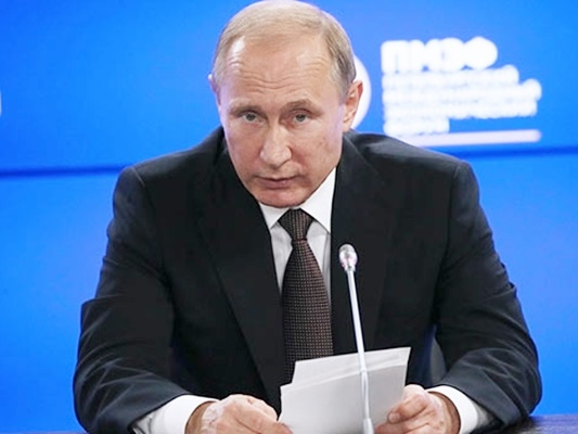 Putin Visits Syria, Orders Partial Withdraw of Troops