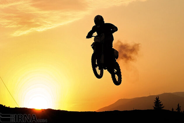 Off-Road Motorcycle Race (2)
