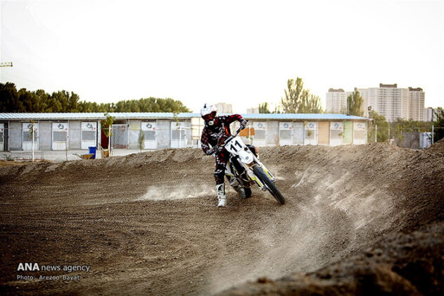 Off-Road Motorcycle Race03_b