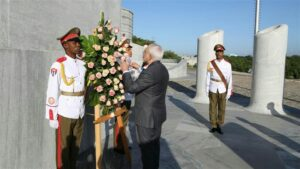 Zarif Pays Tribute to Cuba's National Hero