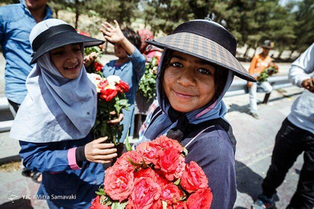 children- flowers_756