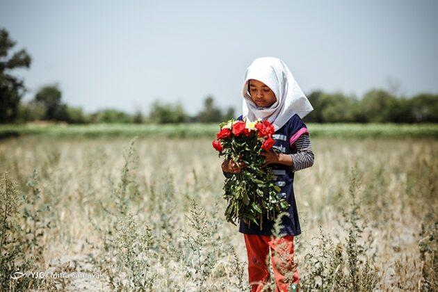 children- flowers_913
