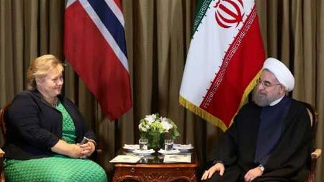 Iranian President Hassan Rouhani (R) meets with Norwegian Prime Minster Erna Solberg in New York on September 21, 2016.