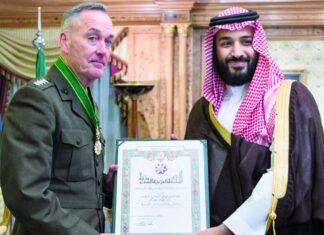 """السعودية تقلد الجنرال """"دانفورد"""" وسام الملك"""