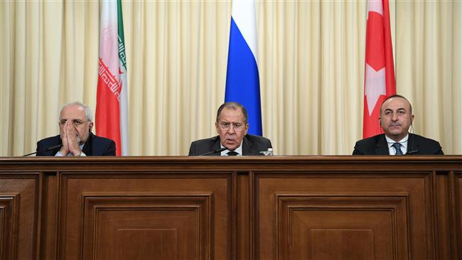 Iranian Foreign Minister Mohammad Javad Zarif (L) and his Russian and Turkish counterparts Sergei Lavrov (C) and Mevlut Cavusoglu attend a news conference in Moscow on December 20, 2016. (Photo by AFP)