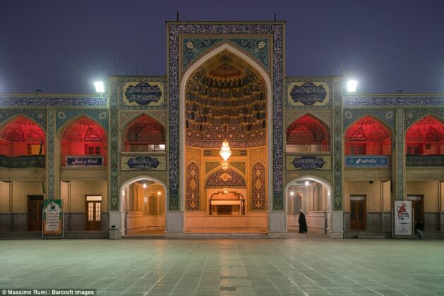 Iran Reopens Mosques, Lifts Restrictions on Shopping Malls