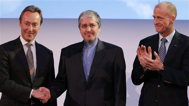 Iran Air Chairman Farhad Parvaresh (C) stands between Airbus CEO Fabrice Bregier (L) and Airbus Group Chief Executive Tom Enders as Iran Air takes delivery of the first new Western jet following a landmark nuclear deal, Colomiers, France, January 11, 2017. (Photo by Reuters)