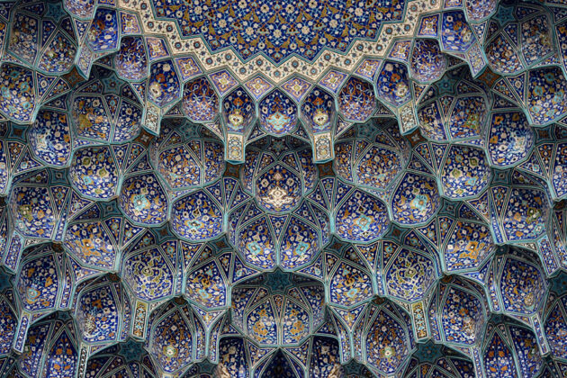 Complex Geometry of Iranian Architecture