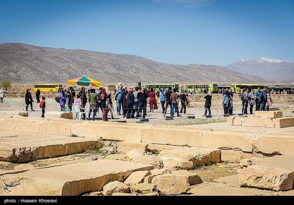 شيراز .. سياح النوروز في باسارغاد-10