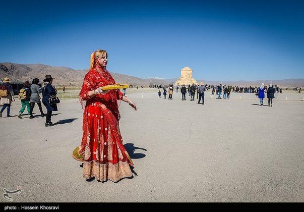 شيراز .. سياح النوروز في باسارغاد-13