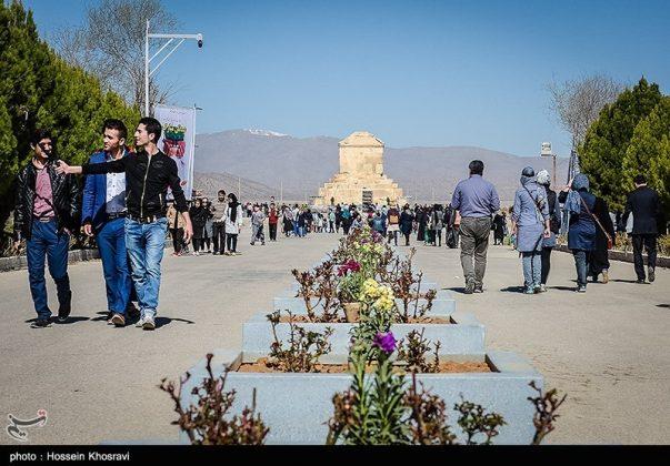 شيراز .. سياح النوروز في باسارغاد-14