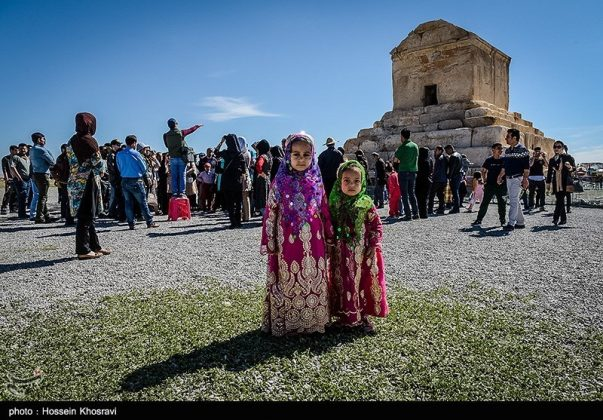 شيراز .. سياح النوروز في باسارغاد-15
