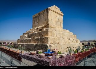 شيراز .. سياح النوروز في باسارغاد-16