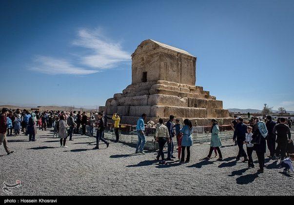 شيراز .. سياح النوروز في باسارغاد-2