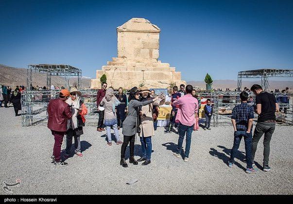 شيراز .. سياح النوروز في باسارغاد-3