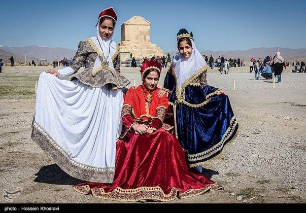 شيراز .. سياح النوروز في باسارغاد-4
