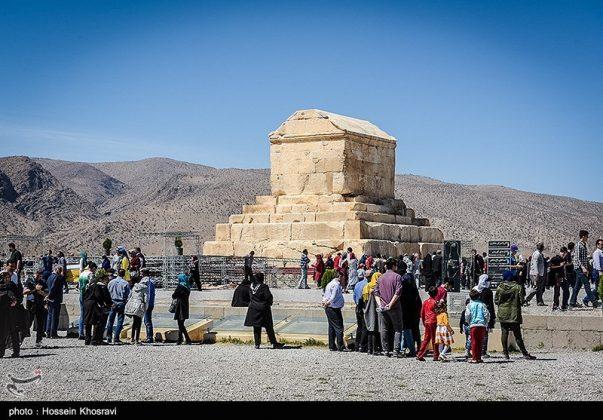 شيراز .. سياح النوروز في باسارغاد-5