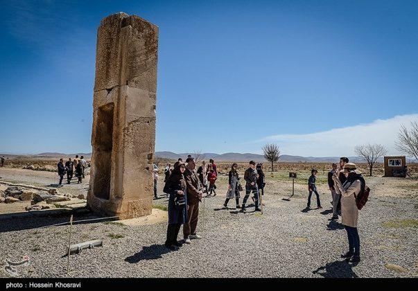 شيراز .. سياح النوروز في باسارغاد-6