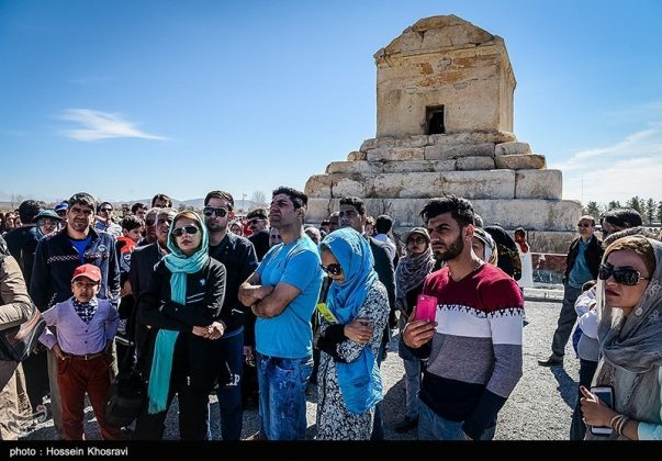 شيراز .. سياح النوروز في باسارغاد-8