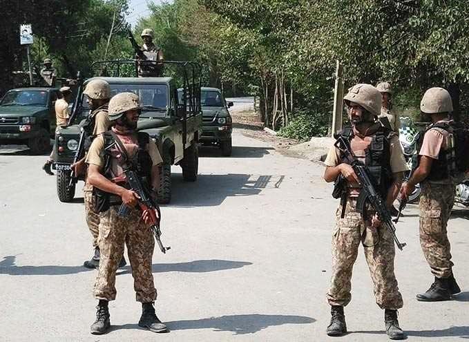 قوات باكستانية الى السعودية لنجدتها من اليمنيين