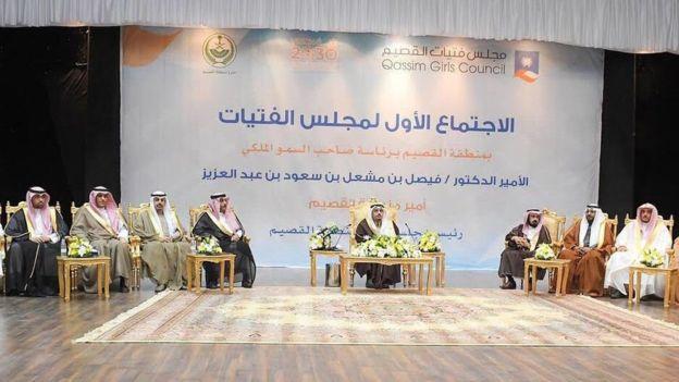 السعودية تطلق مجلسا للفتيات يقتصر على مشاركة للرجال فقط