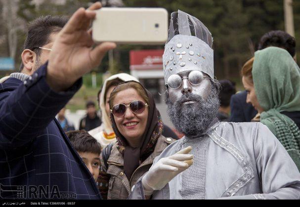 """سياح عيد النوروز في """"طاق بستان"""" الاثري بكرمانشاه الايرانية-4"""