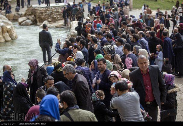 """سياح عيد النوروز في """"طاق بستان"""" الاثري بكرمانشاه الايرانية-9"""