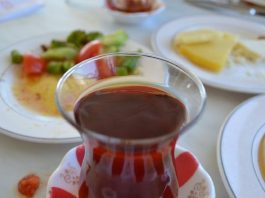 فوائد صحية لشرب الشاي الأسود يومياً