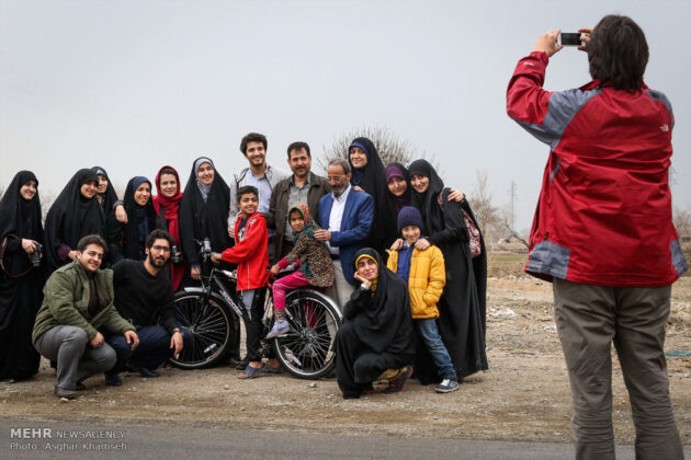 Iranian Charity Brings Smile to Faces of Immigrant Family (31)