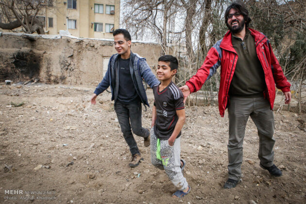 Iranian Charity Brings Smile to Faces of Immigrant Family (8)