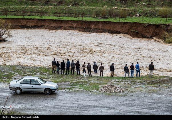 السيول تضرب اربع محافظات شمال غرب ايران1510526764