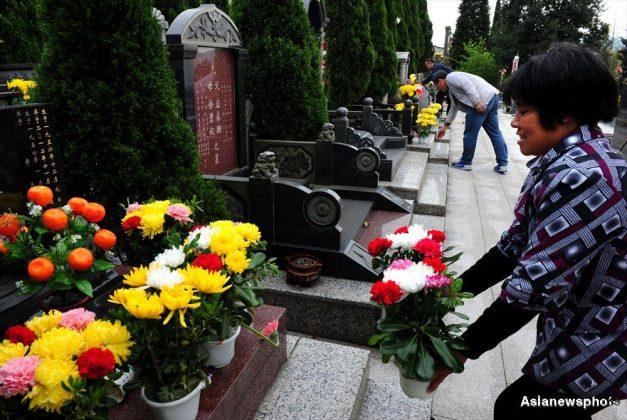 زیارت قبرهای شرق آسیا