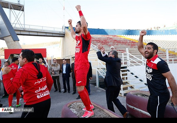 34 برسبوليس .. بطل الدوري الايراني الممتاز