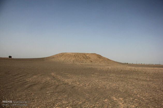 Sand Storm in Southern Iran Unearths Ancient City (2)