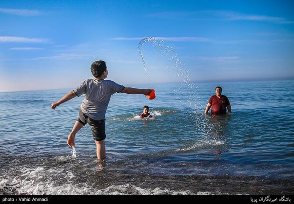 سياح النوروز على ضفاف بحر قزوين3